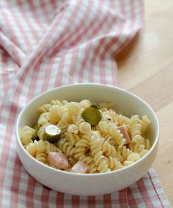 Klassischer Nudelsalat mit Mayo