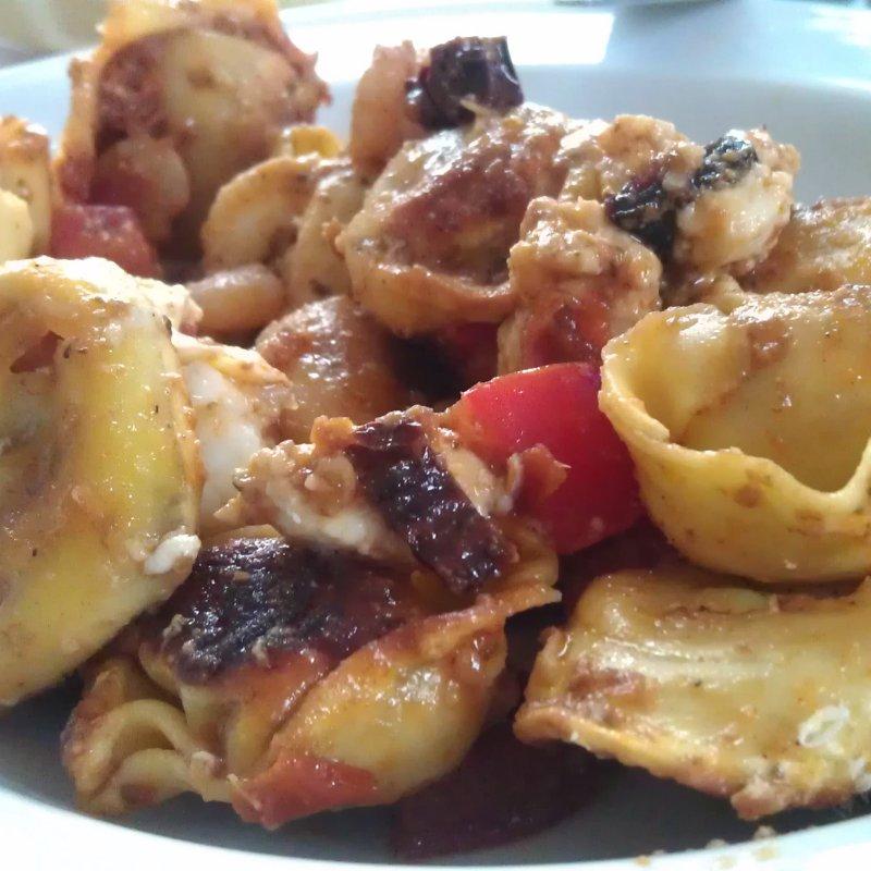 Tortelloni mit zweierlei Tomaten