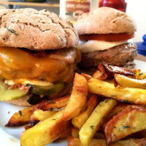 Ofenkartoffeln und Burger