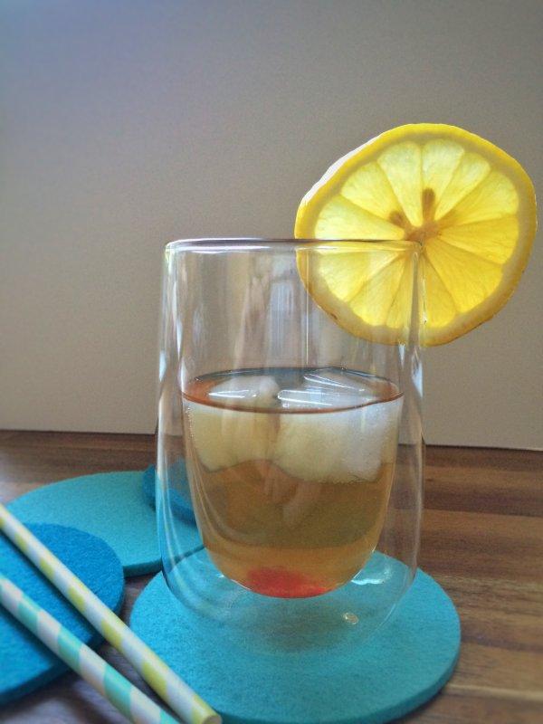 Zitroneneistee mit Johannisbeere