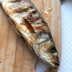 ganzen Fisch gegrillt