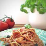 Spaghetti mit Würstchen