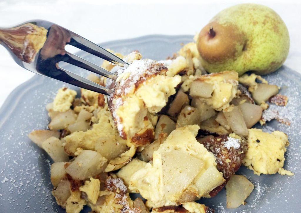 Protein-Kaiserschmarrn mit Birnen