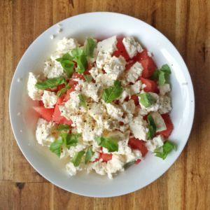 Salat mit Wassermelone, Feta und Basilikum