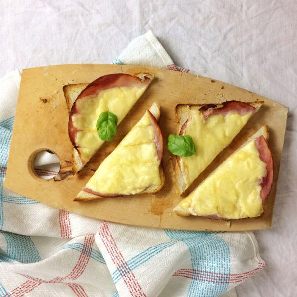 Überbackener Toast mit Schinken