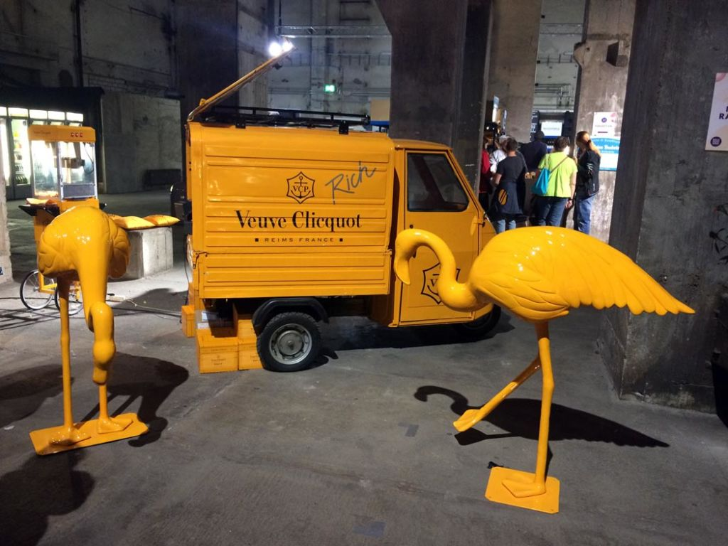 Flamingoparty bei Veuve Clicquot