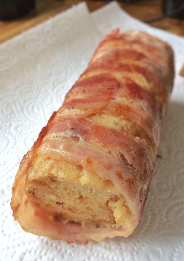 Croissantknödel in Speck gewickelt und gebraten