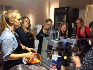 Susi von den Kochmädchen erklärt den Kenwood Cooking Chef
