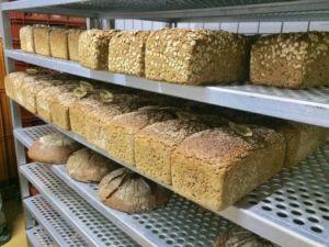 So sieht ein Brotregal bei Märkisches Landbrot aus