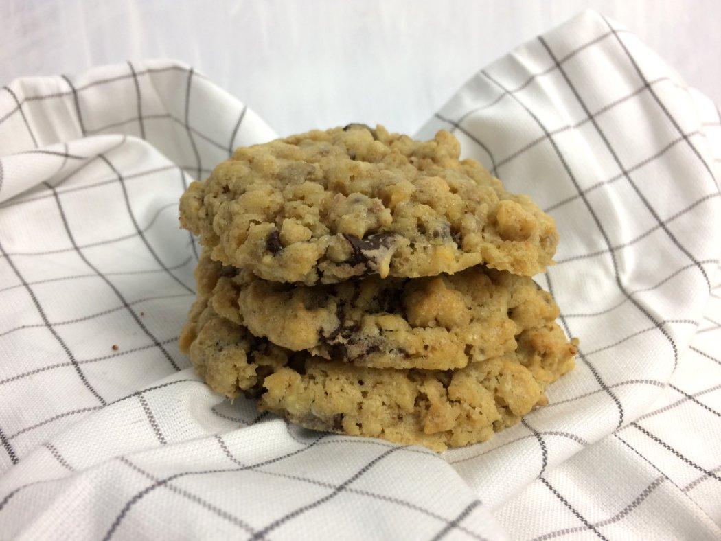 Erdnussbuttercookies mit Schokostückchen