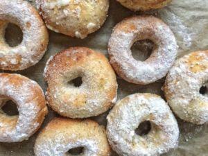 Vanillekipferldonuts aus dem Ofen
