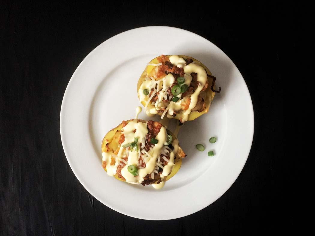 Gefüllte Ofenkartoffen mit Käse überbacken