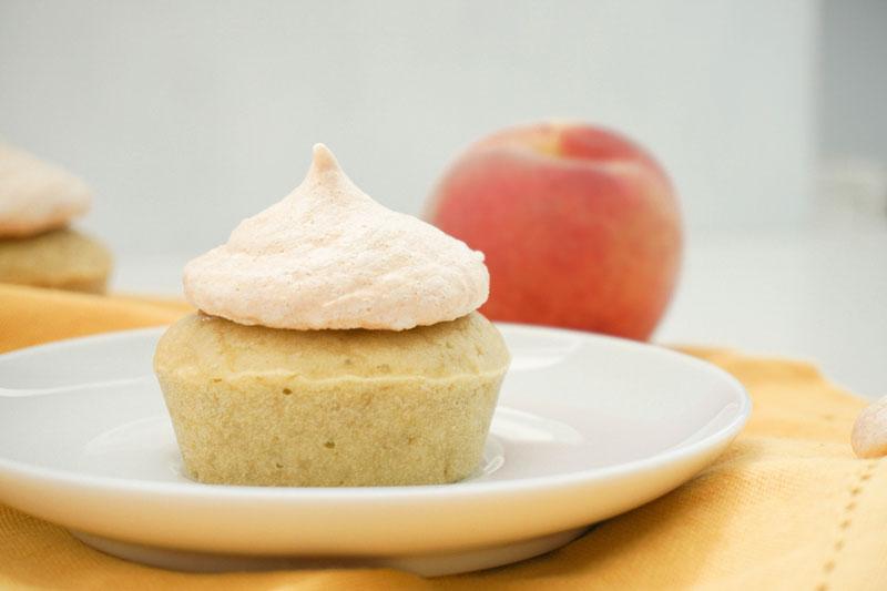 Baiser-Cupcakes mit Pfirsich