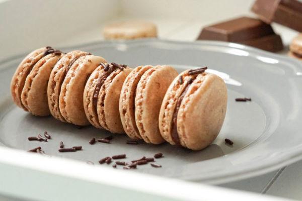 Macarons mit Schokoladenfüllung » Einfaches Rezept für Schokomacarons