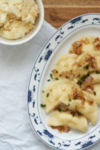 Rezept für vegetarische Piroggen mit Kartoffel-Schichtkäse-Füllung