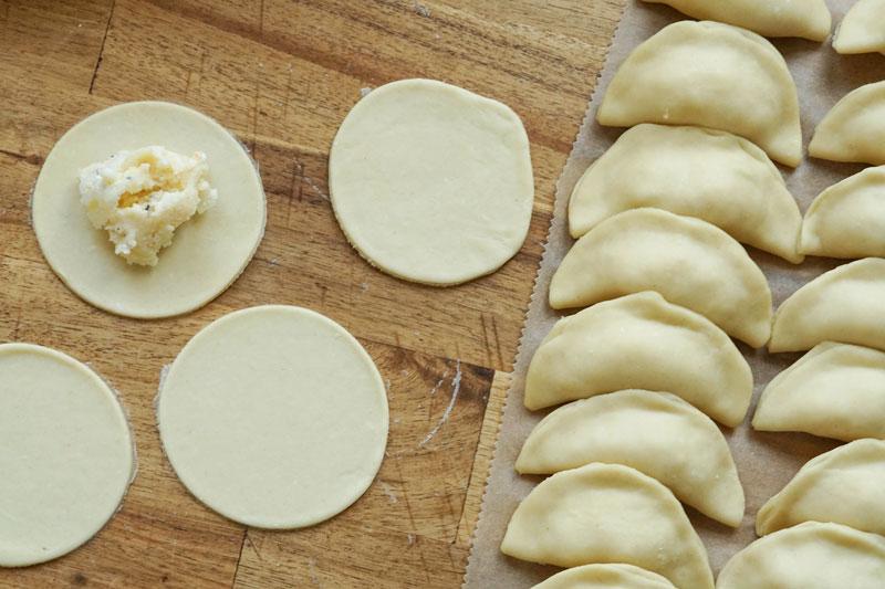 Rezept für polnische Piroggen » Pierogi komplett selbermachen mit Teig und Füllung