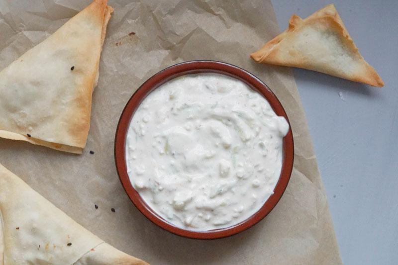 Griechische Teigtaschen mit Spinat heißten Spanakopita » Rezept für Filoteig & griechische Teigtaschen