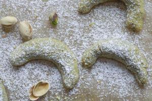 Vanillekipferl mit Pistazien » Rezept für Pistazienkipferl mit Vanillezucker und Pistazien