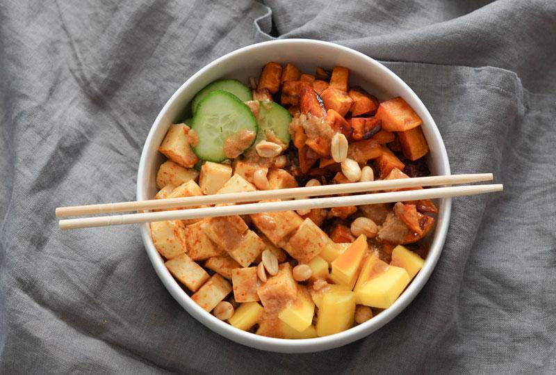 Dinkelbowl mit Süßkartoffel & Halloumi » Leckere und gesunde Mittagsbowl