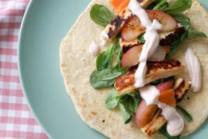 Tortilla Rezept zum selbermachen » Fajita mit Halloumi & Nektarine