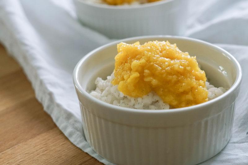 Kokosmilchreis mit Mangopüree » Veganer Kokosmilchreis mit Obst