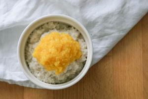 Milchreis mit Kokosmilch selber machen » Veganer Milchreis mit Mango