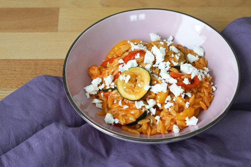 Griechische Reisnudeln Kritharaki » Rezept für Kritharaki-Gemüsepfanne