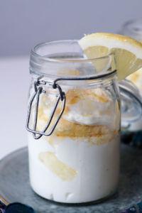 Mascarpone-Joghurt-Creme mit Zitrone und Biskuit