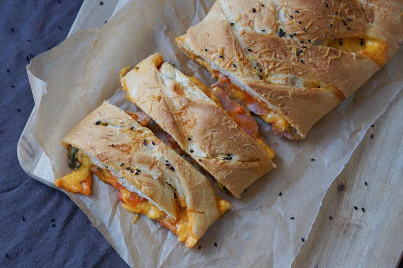 Pizza mit Spinat und Schinken » Pizzarolle Stromboli