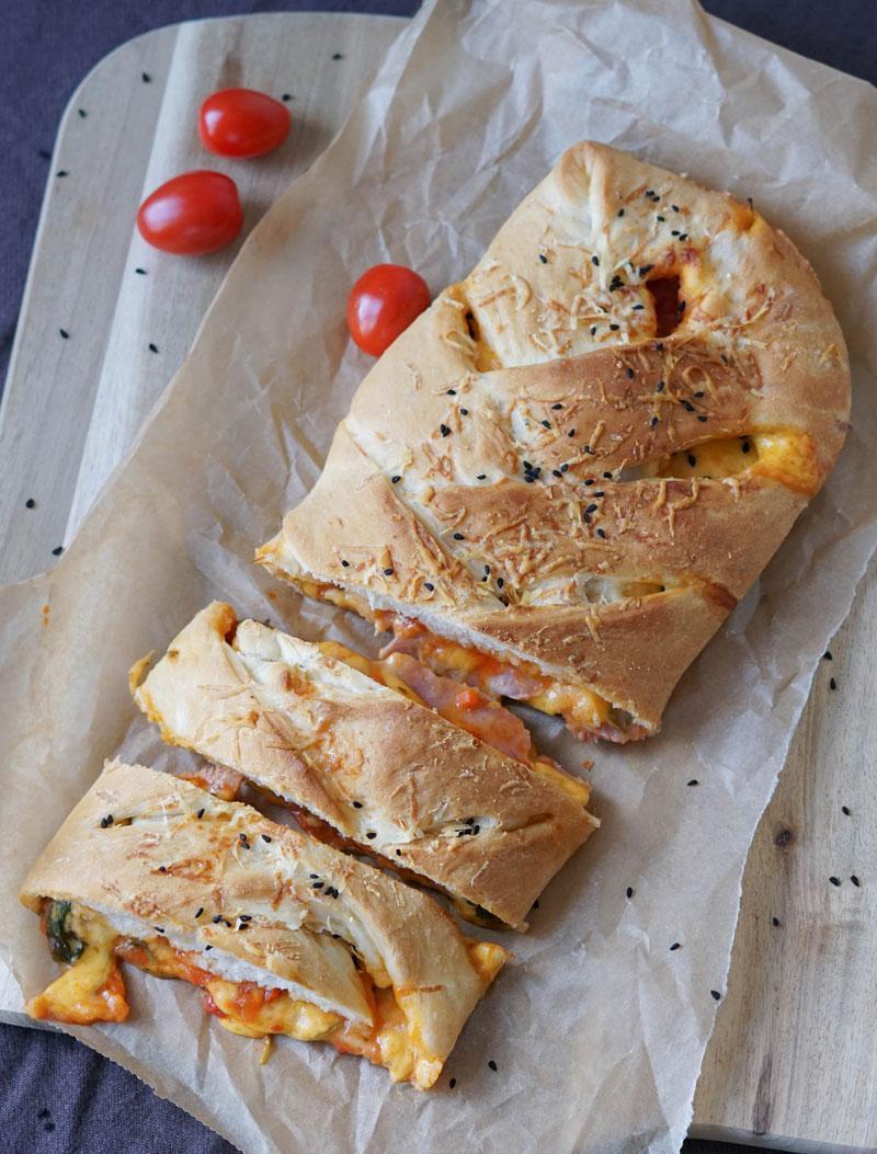 Pizza Stromboli » Rezept für einfache Pizzarolle