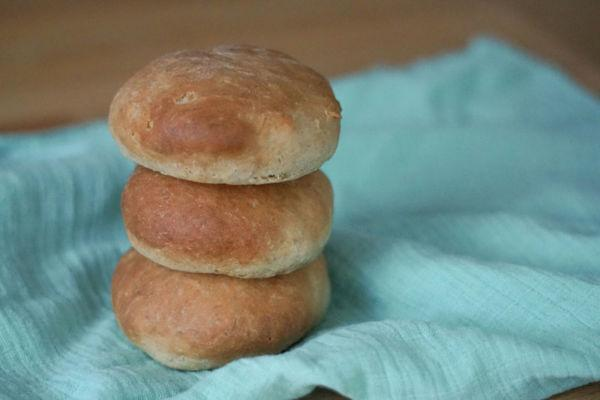 Vegane Burgerbuns selbst backen » Rezept mit Fotos