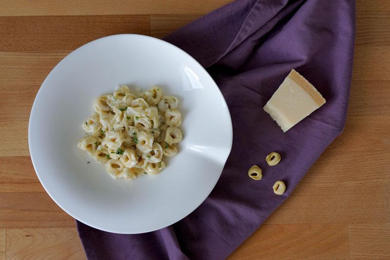 Tortellini in Sahnesoße » einfaches Nudelrezept mit Tortellini
