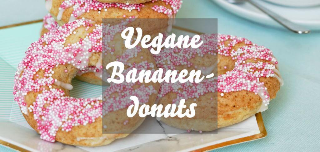 Vegane Bananendonuts mit Zuckerguss und Perlen