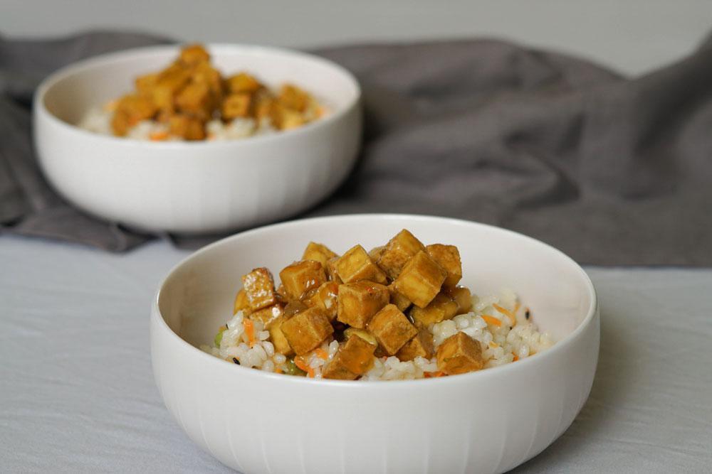 "Tofuwürfel ""Sticky Lemon"" mit Zitronensoße"