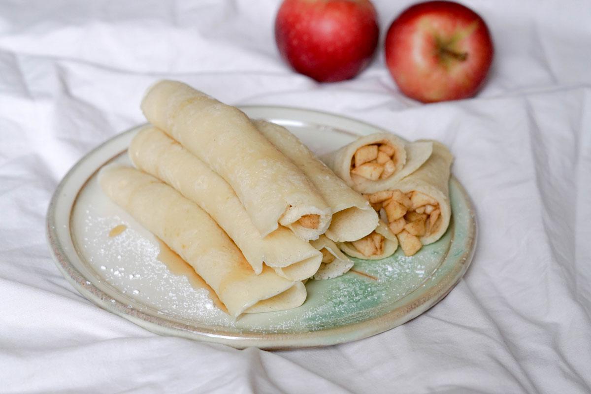 Vegane Crêpes mit Apfelfüllung