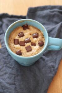 Veganer Tassenkuchen mit Schokolade und Banane
