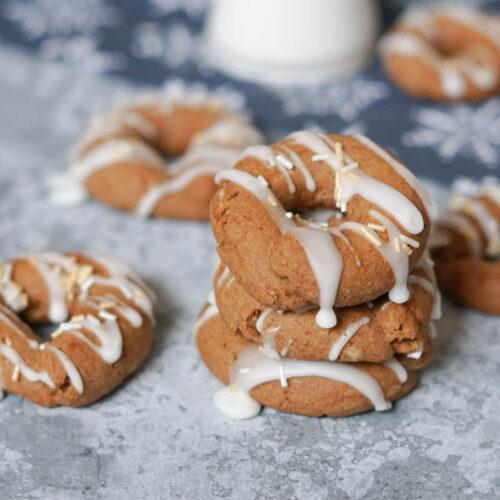 Vegane Weihnachtsplätzchen mit Gewürzen und Zuckerrübensirup