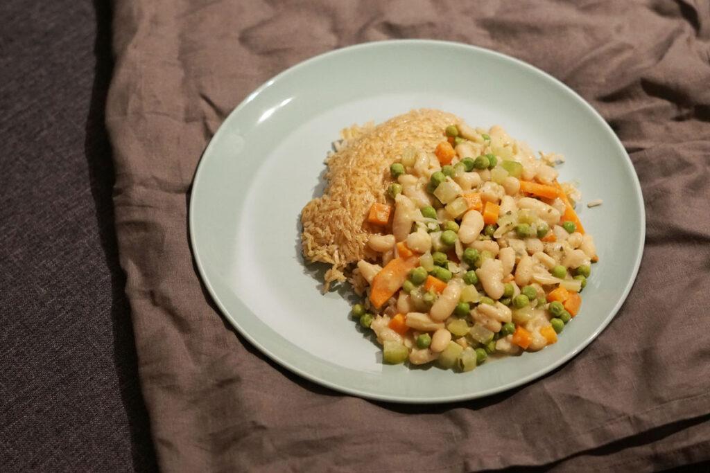 Weiße Bohnen Frikassee mit Gemüse und Reis