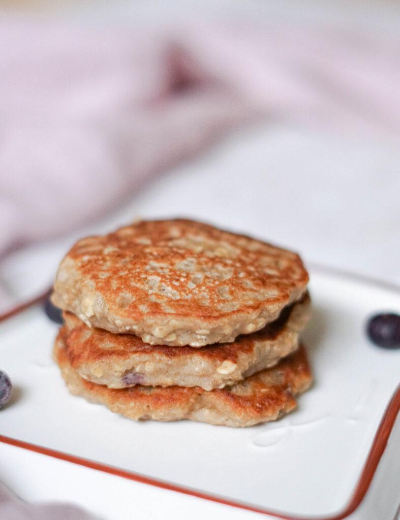 Pancakes mit Haferflocken und Erdnussbutter