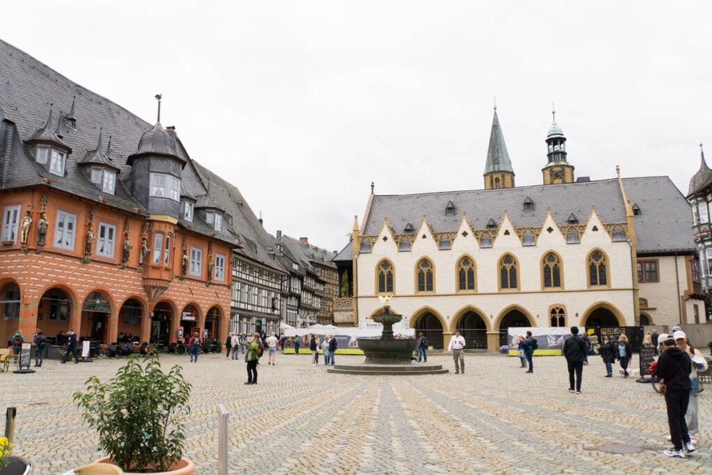 Goslarer Marktplatz mit Blick auf das Rathaus